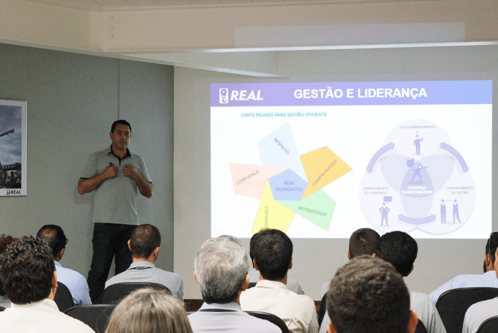 Engº. Cristiano L. Prado abordou a gestão e liderança