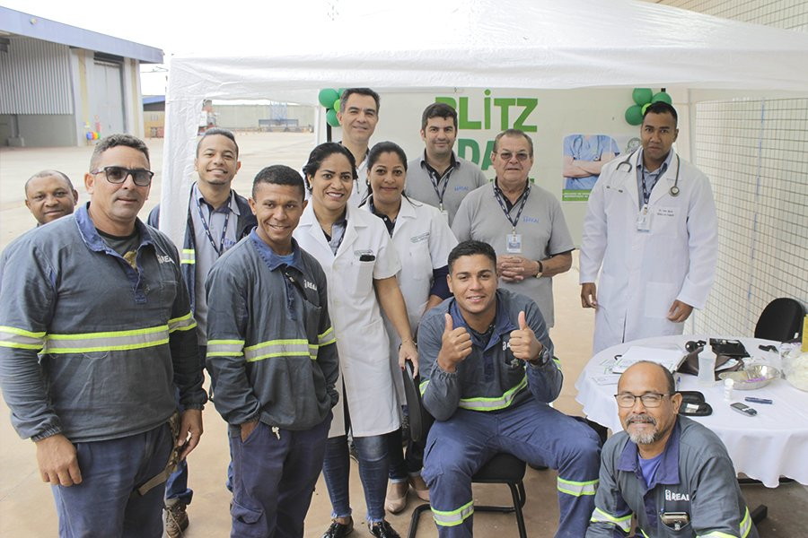 trabalhadores participando da blitz da saude promovida na real guindastes